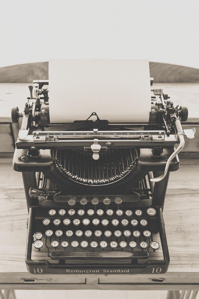 typewriter-1248089_1920.jpg